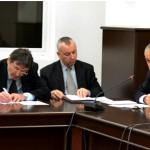 Изказването на Любомир Кючуков. Вляво от него е Георги Пирински (фото: УНСС)