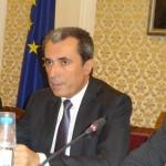 Премиерът Пламен Орешарски използва обсъждането за да обяви нови мерки на правителството за справяне с бедността в страната