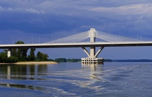danube-bridge-1466468__340